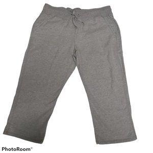 NWOT Hanes Women's Soft French Terry Capri Pants